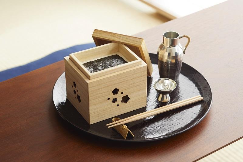 Chic Edo-style paulownia box for holding delicious<i>nori</i>