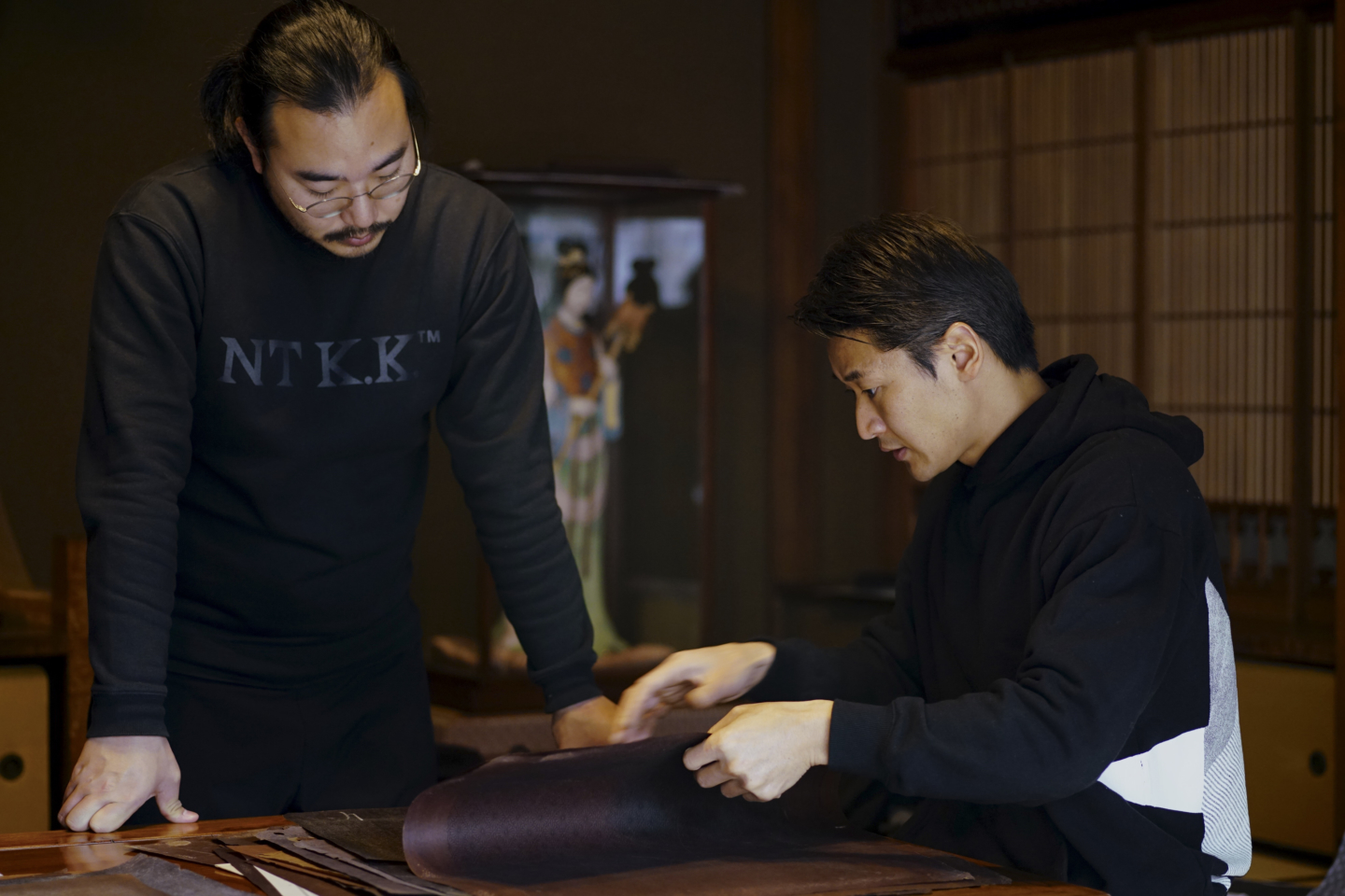 "The Hirose dyeing factory has succeeded in hand-crafting the Japanese Edo Komon pattern, which refers to the Japanese aesthetic concept called ""Iki"". So what is the ""world of little beauty"" that people have loved since ancient times?"