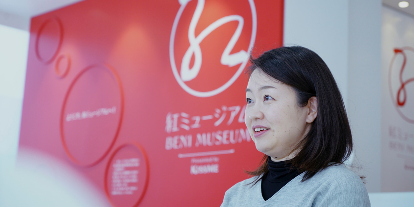 """""""Isehan Honten"""" is still the last workshop in the nation to protect Komachi Beni, a symbol of beauty of the Edo period.<i>Kurenai</i>, which brought color to important events, now acquires a new charm."""